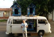 O eletricista Felipe já construiu mais de 300 casinhas para cães abandonados na região de Porto Alegre (RS). Foto - arquivo pessoal