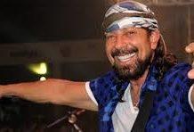 Músico Bell Marques vai leiloar amanhã guitarra autografada para ajudar na limpeza das praias do Nordeste atingidas por óleo. Foto - Divulgação