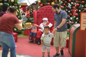 Sem muita confusão, crianças autistas curtiram o Papai Noel