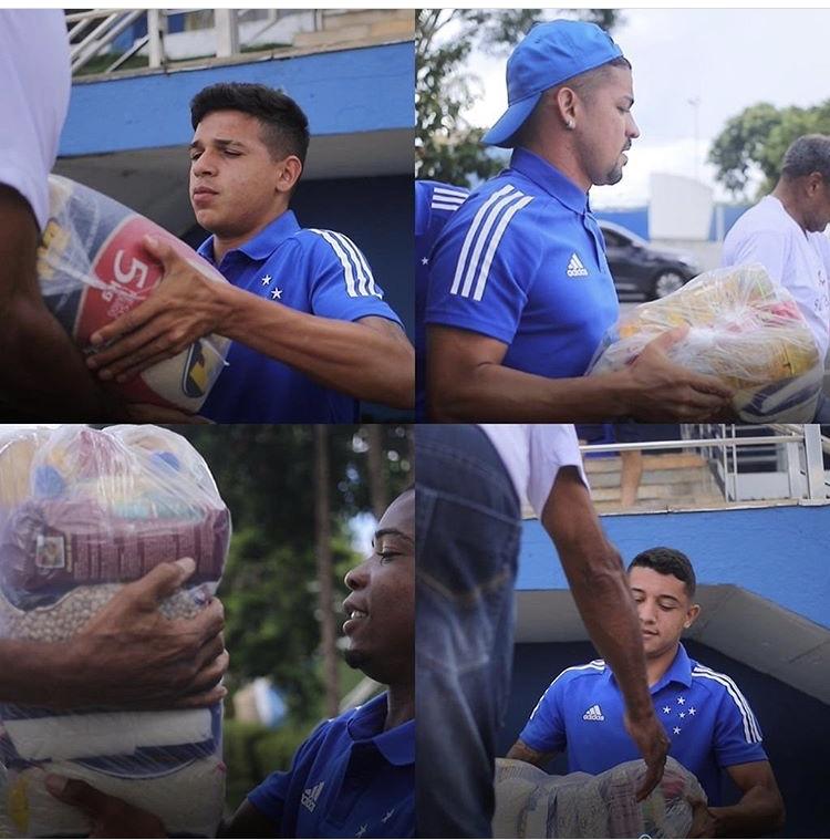 Jogadores do Cruzeiro fizeram doações de cestas básicas e camisas para ajudar atingidos pelas chuvas. Foto - Servas